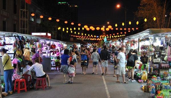 Chợ đêm Cát Bà