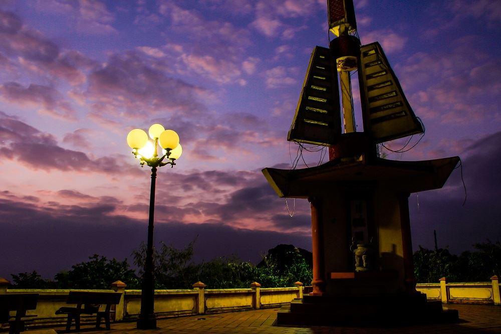 Đài tưởng niệm Anh hùng liệt sĩ Núi Ngọc