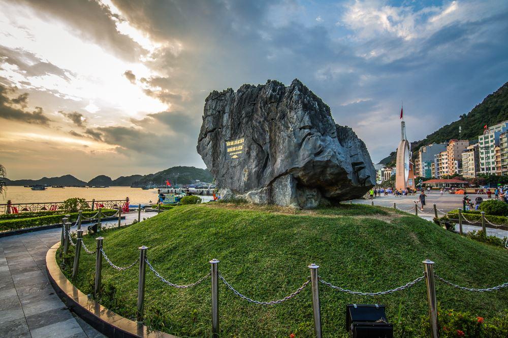 Biểu tượng Bác Hồ về thăm Làng Cá